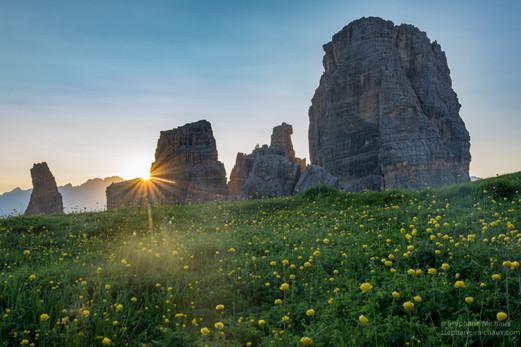Cinque Torri et trolle des montagnes au lever de soleil