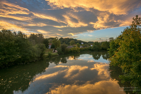 La Nive et reflets de nuages à l'aube