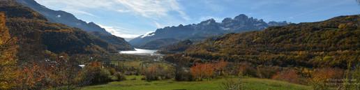 Panorama Sierra Partacua en vallée de Tena l'automne