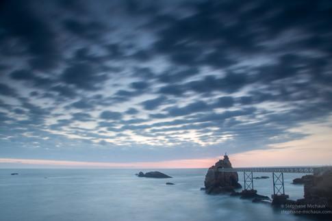 Rocher de la Vierge à Biarritz au coucher de soleil (3)