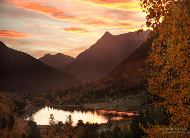 Lac de Llebreta aux Encantats, crépuscule d'automne