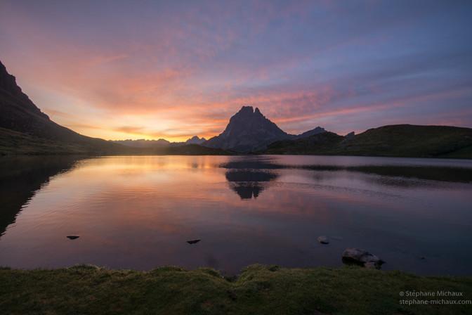 Aurore au lac d'Ayous avec le pic d'Ossau