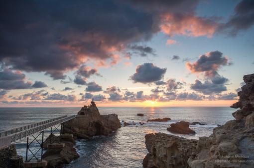 Rocher de la Vierge à Biarritz au coucher de soleil (1)