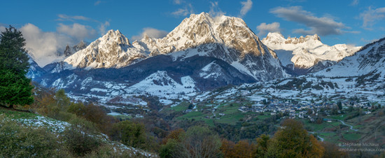 Panorama cirque de Lescun et ses montagnes aux premières neige d'automne