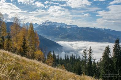 Mer de nuages et couleurs d'automne à Passy au Pays du mont Blanc