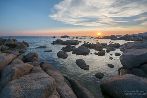 Punta di sette nave au coucher de soleil