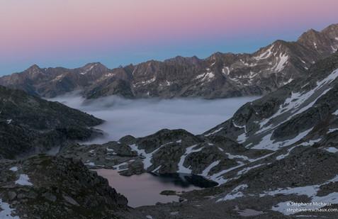 Lac de Cambalès, mer de nuages au crépuscule