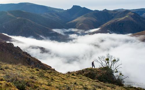 Mer de nuages dans les montagnes au pays de Cize