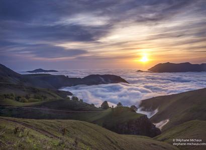 Mer de nuages au lever de soleil vu de l'Artzamendi