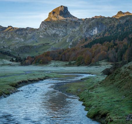Pic Casterau au lever de soleil, gave de Bious à l'automne