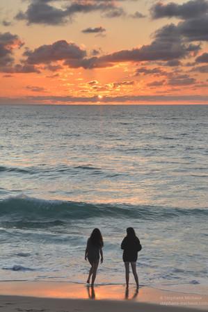 Regarder le coucher de soleil sur la côte basque