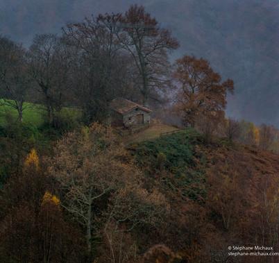 Borde, cabane de berger et paysage d'automne