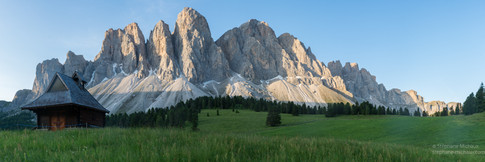 Panorama du Geisleralm aux Dolomites