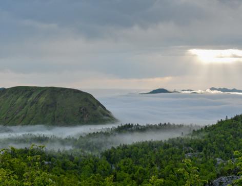 Mer de nuages sur le massif de la Pierre Saint Martin, le pic de Guilhers