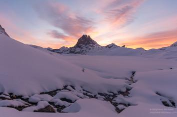 Aurore d'hiver, le manteau neigeux et le pic d'Ossau