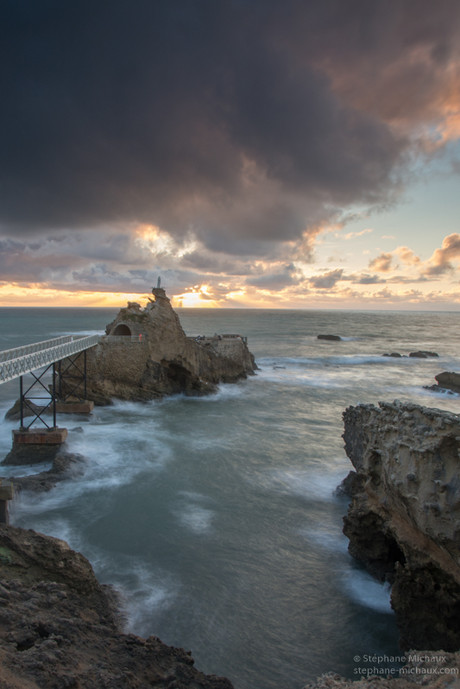 Rocher de la Vierge à Biarritz au coucher de soleil (2)