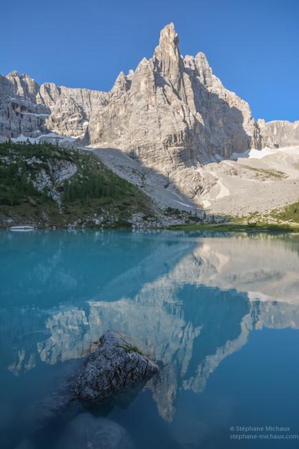 Lago Sorapiss au lever de soleil