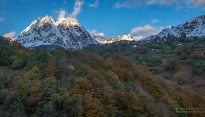 Lescun, le grand Billare, le pic d'Anie, le Coutende  aux premières neige d'automne