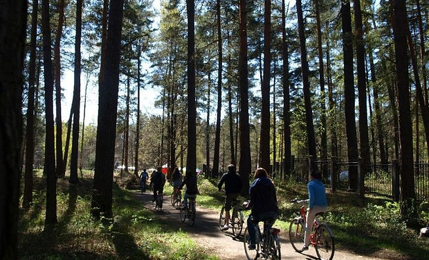 Riga Bike Tours - mezaparks - Velo Parad