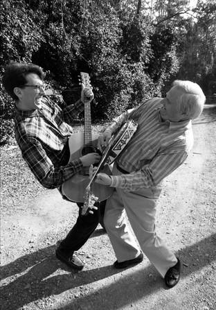 """Dueling Banjos"" Arthur Smith and son David"
