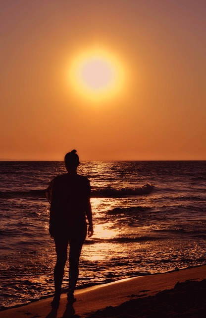 woman-silhouette-1812680_640.jpg