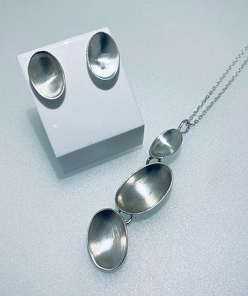 Silver pendant and earrings set