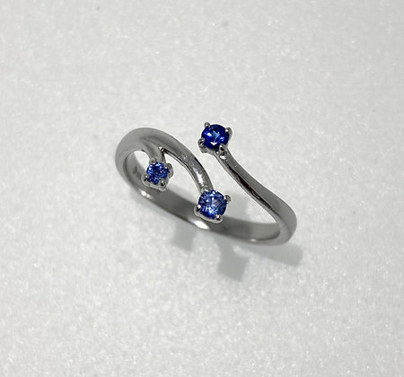 18ct white gold sapphire ring