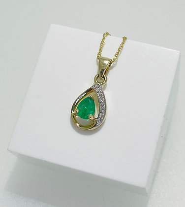9ct yellow, emerald and diamond pendant