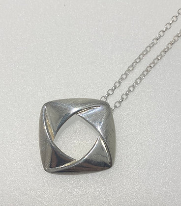 Silver knot style pendant