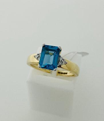 9ct yellow, topaz and diamond ring