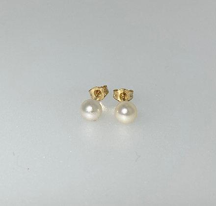 9ct 4mm pearl studs