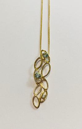 Yellow gold aquamarine pendant