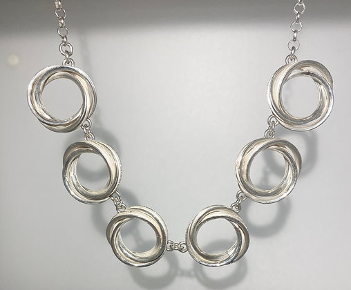 Silver coils necklace