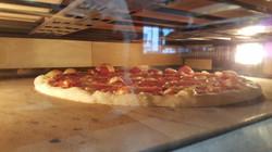 Pizza beim Entstehen