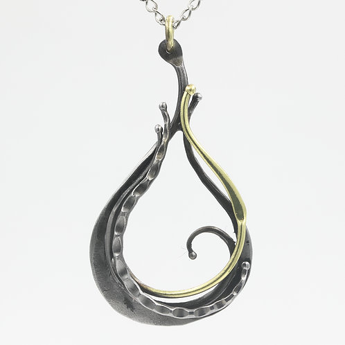 Iron and bronze necklace