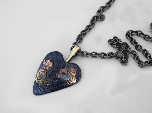 Iron Heart Necklace With Inlay