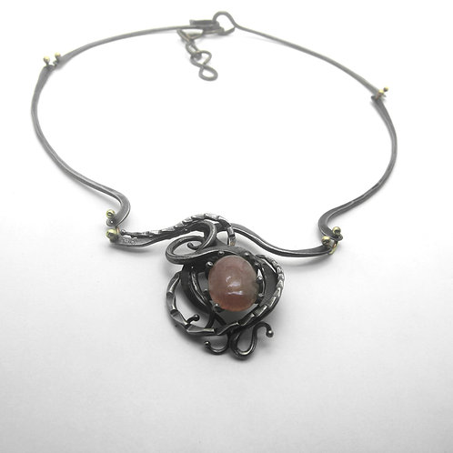 Iron Necklace With Rose Quartz