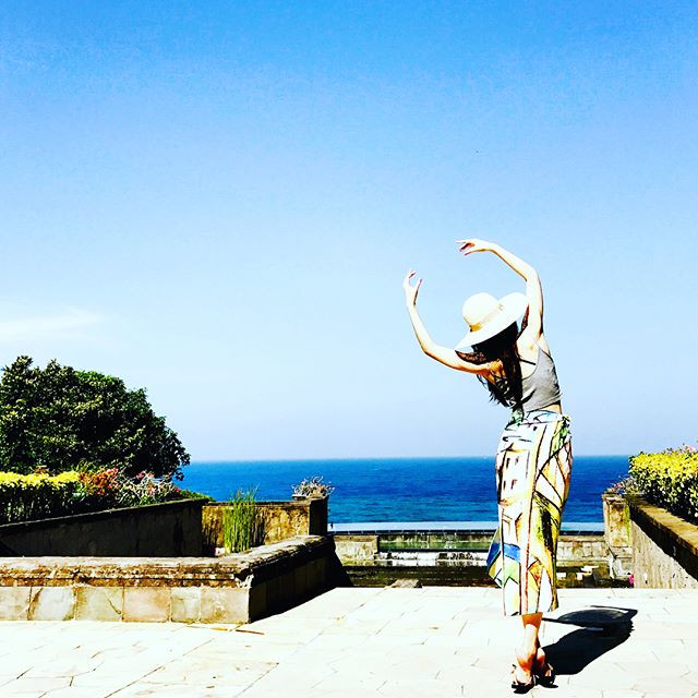 """free movement with """"scarf skirt"""" - holiday in Bali"""
