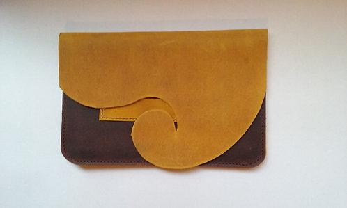pochette tabac jaune-marront avec étui feuilles