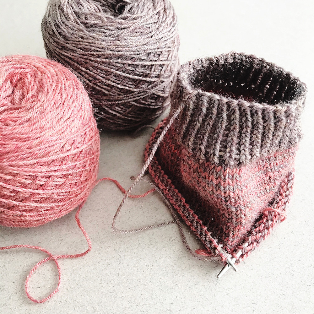 Sock knitting with two balls of yarn