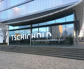 Jan Tschichold - Ein Jahrhundertypograf? Blicke in den Nachlass | tecton Ausstellungsdesign