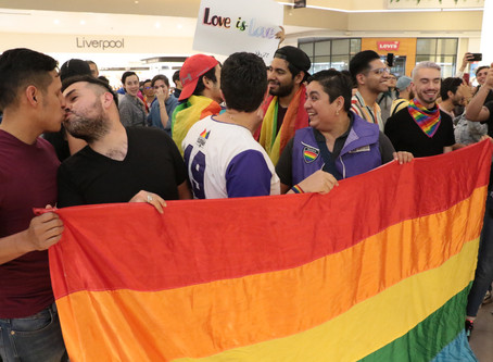 Protest held at Mexico mall that kicked out gay couple for kissing