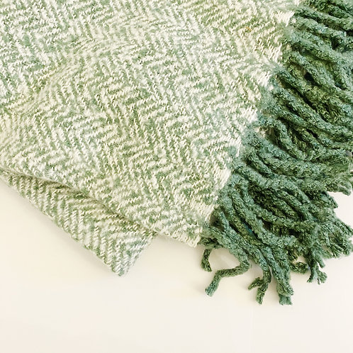 SUPER SOFT WHITE AND GREEN THROW 130CM X 180CM