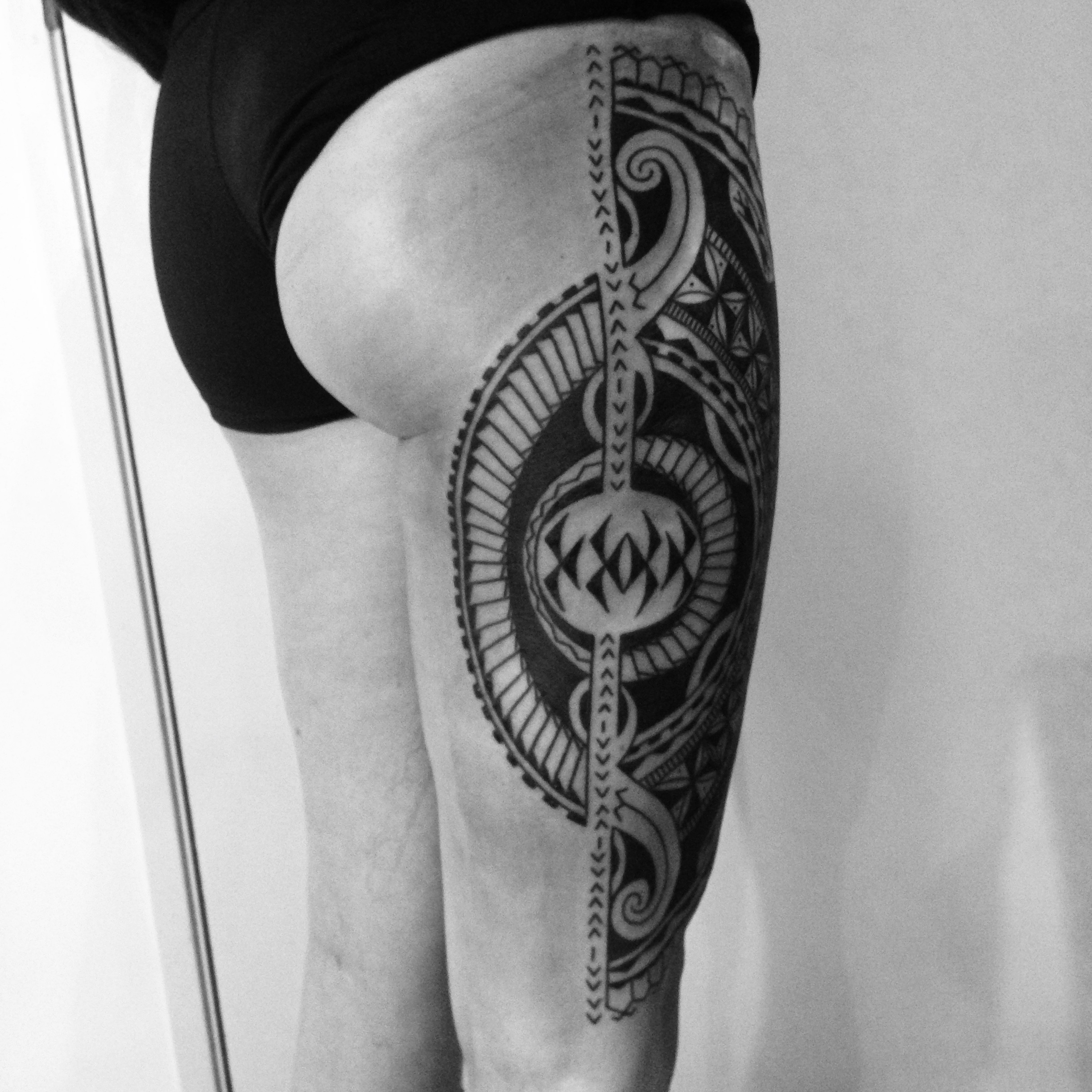 Polynesian mix upper leg tattoo