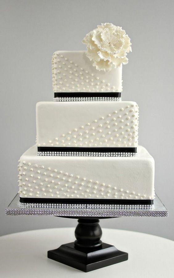 Fekete-fehér esküvői torta