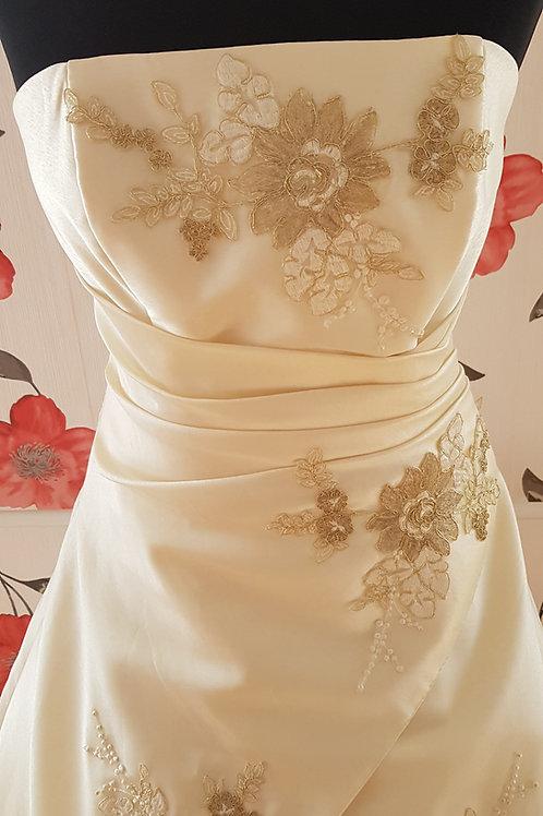 F41 Menyasszonyi ruha
