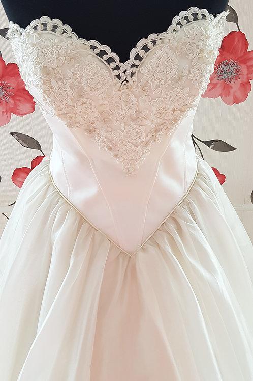 F48 Menyasszonyi ruha