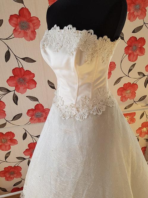M84 Menyasszonyi ruha