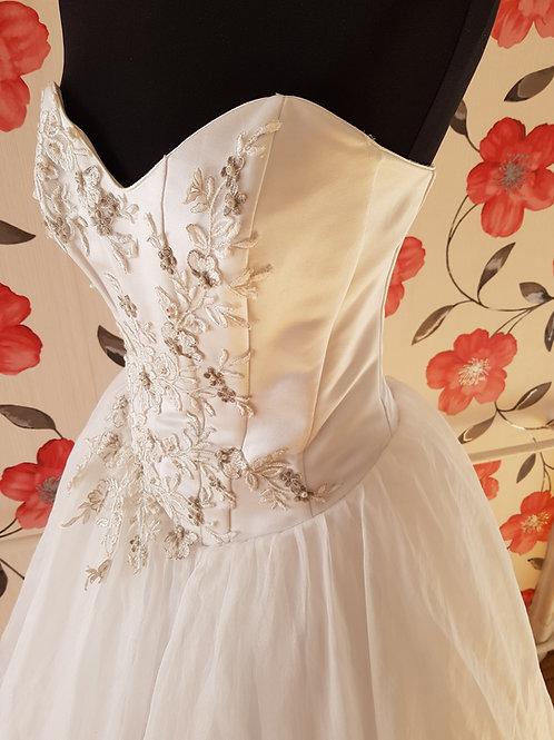 M87 Menyasszonyi ruha