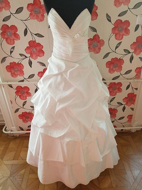 F10 Menyasszonyi ruha
